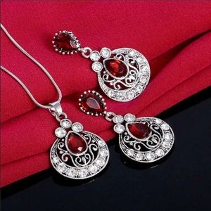 Jewelry - 🍂🌹Gorgeous Garnet  Three Piece Necklace Set🌹🍂